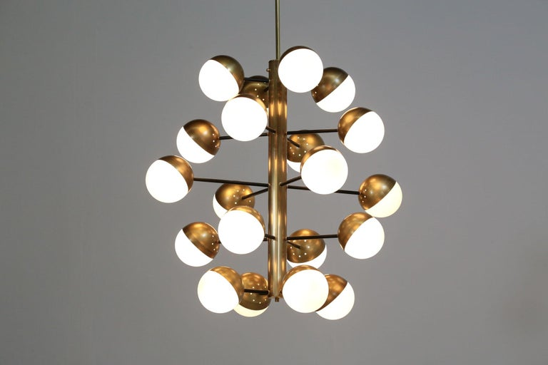 European Large Modern Chandelier with 20 Lights, Italian Stilnovo Style For Sale