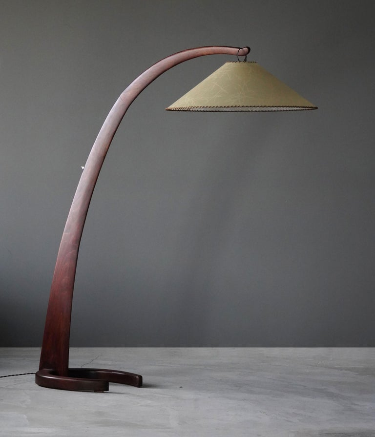 A large organic and curved floor lamp, designed by an unknown modernist designer, Italy, 1940s. 