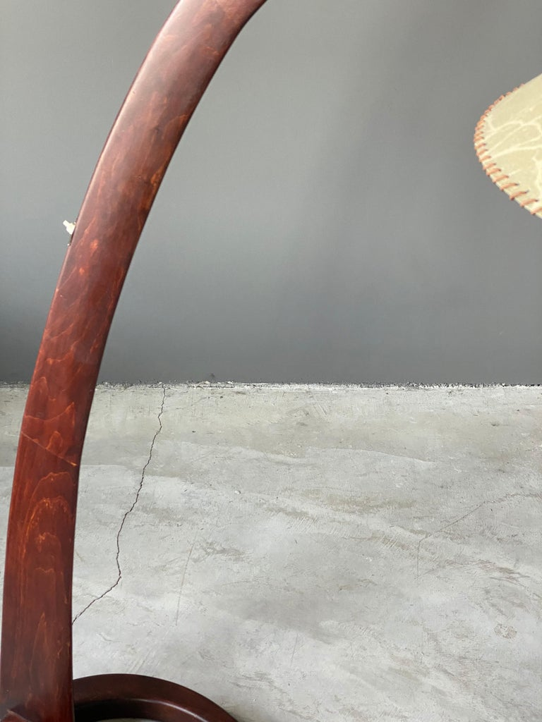 Italian Large Modernist Curved Floor Lamp, Walnut, Brass, Paper, Italy, 1940s For Sale