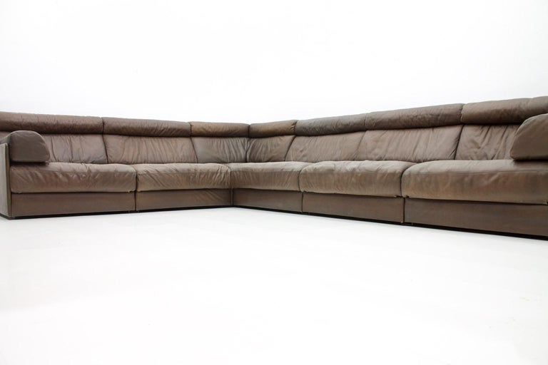 Large Modular Leather Sofa in Dark Brown Leather by De Sede, Switzerland, 1970s In Good Condition For Sale In Frankfurt / Dreieich, DE