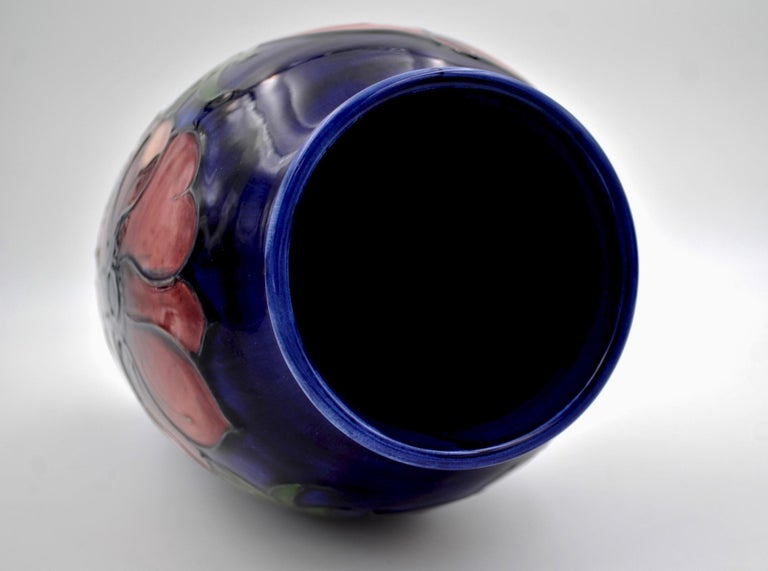 Large Moorcroft Art Pottery Vase in the Anemone Pattern, Made in England For Sale 1