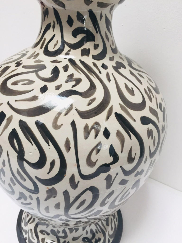 Large Moroccan Glazed Ceramic Vase with Arabic Calligraphy Brown Writing, Fez For Sale 4