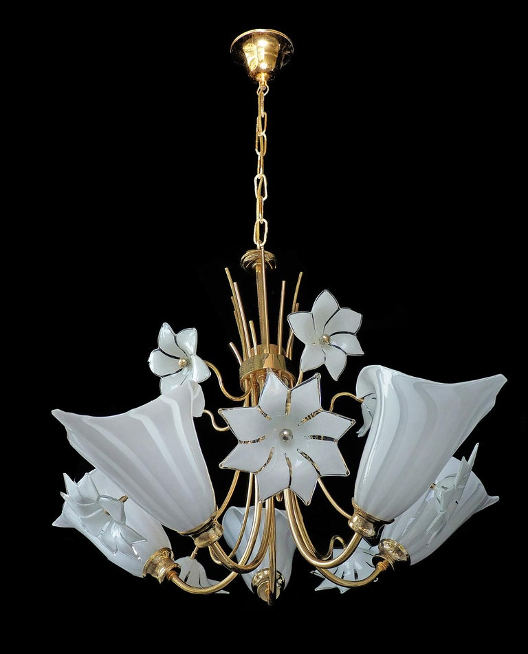 Large Murano Calla Lily & Flower Chandelier by Franco Luce, Art Glass Gilt Brass In Good Condition For Sale In Coimbra, PT