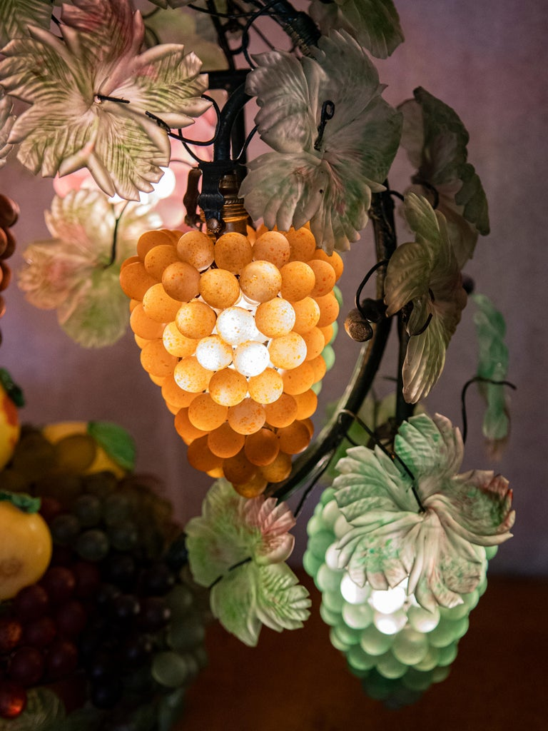 Large Murano Colorful Grape and Leaf Glass Table Lamp In Good Condition For Sale In CABA, AR