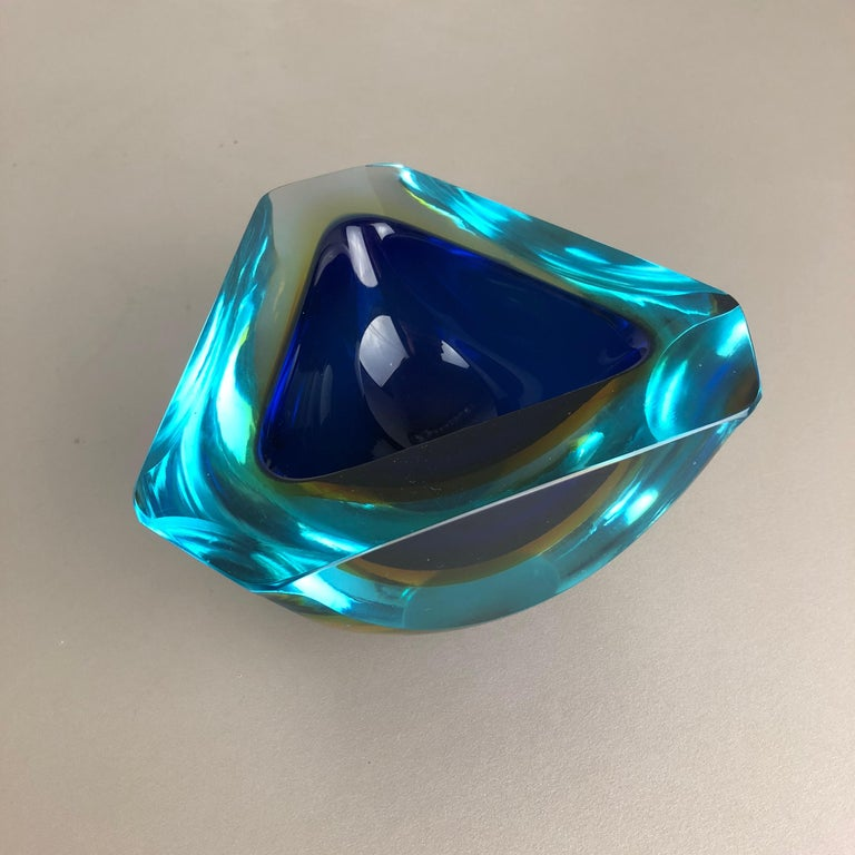 Mid-Century Modern Large Murano Glass Faceted Sommerso Bowl Element Ashtray, Murano, Italy, 1970s For Sale