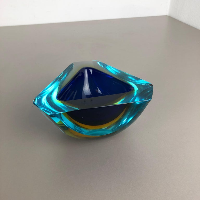 Large Murano Glass Faceted Sommerso Bowl Element Ashtray, Murano, Italy, 1970s In Good Condition For Sale In Kirchlengern, DE