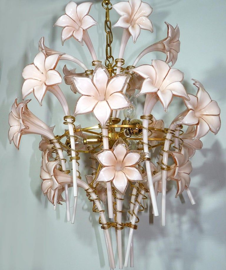 Awesome large 1970s vintage Floral Franco Luce Seguso gilt chandelier, of Murano glass, having a frame of brass,