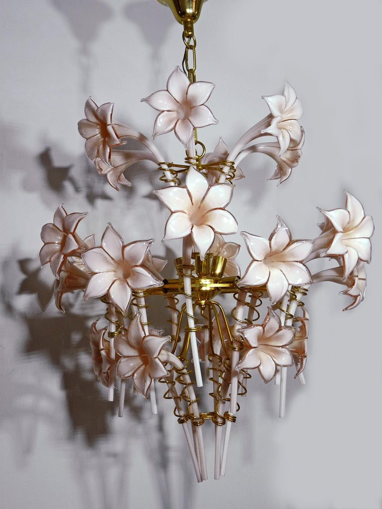 Large Murano Pink Lilly Sculptural Chandelier Franco Luce Art Glass & Gilt Brass In Excellent Condition For Sale In Coimbra, PT