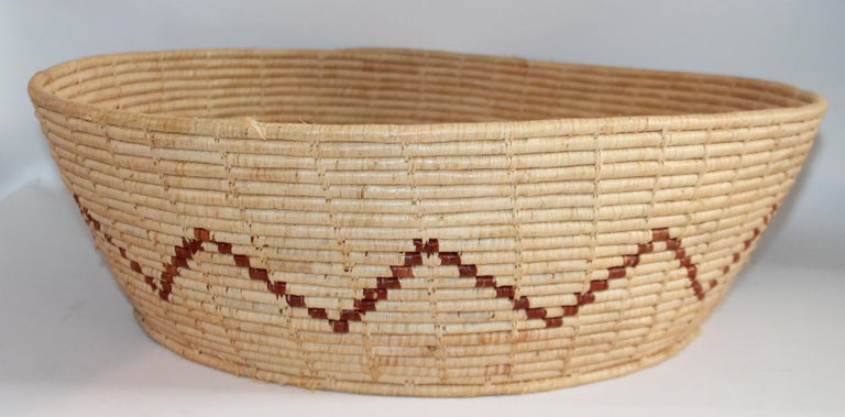 This American Indian basket is in fine condition and is a very late but great monumental basket. Great simple design.