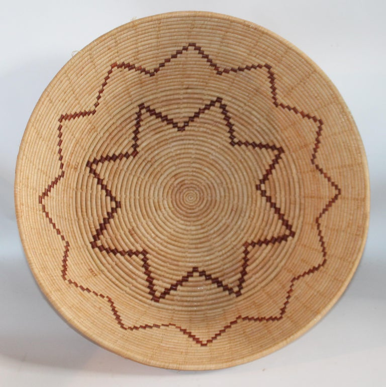 Large Native American Basket In Good Condition For Sale In Los Angeles, CA