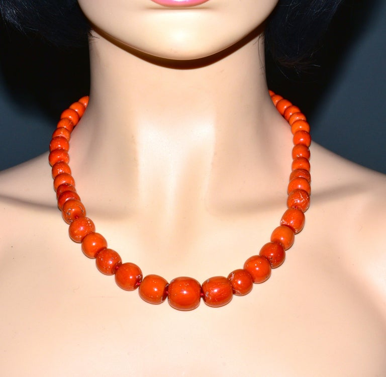 Large Natural Coral and Diamond Antique Necklace, circa 1910-1920 For Sale 2