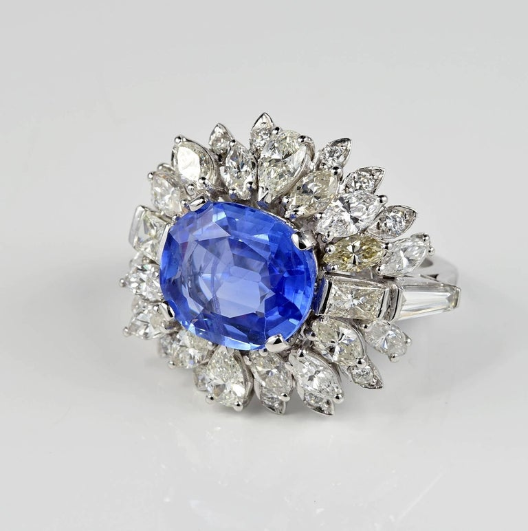 Large Natural No Heat Sapphire Diamond Platinum Cocktail Ring In Excellent Condition For Sale In Napoli, IT