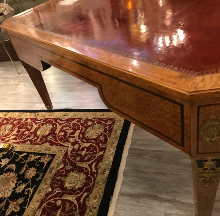 Large Neoclassical Bird's-Eye Maple Leather Top Desk For Sale 1