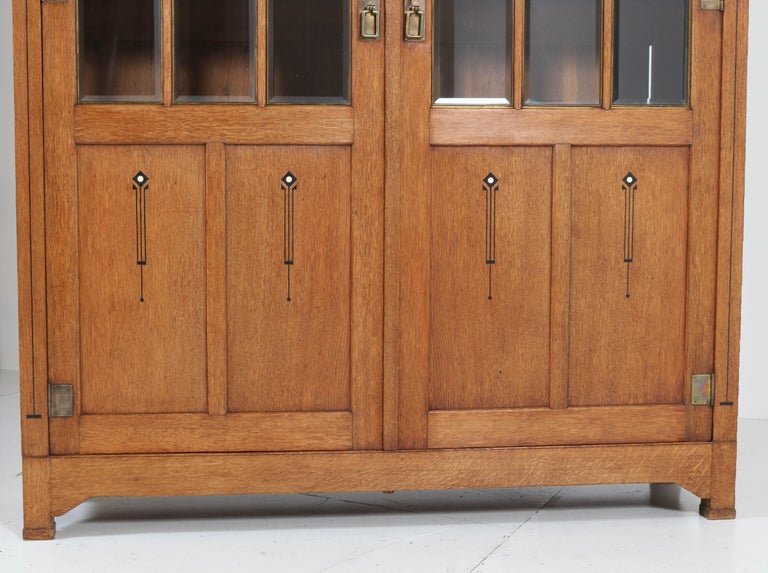 Large Oak Arts & Crafts Art Nouveau Bookcase, 1900s In Good Condition For Sale In Amsterdam, NL