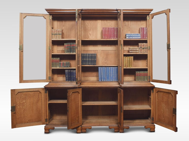 Large Oak Four Door Bookcase In Good Condition For Sale In Cheshire, GB