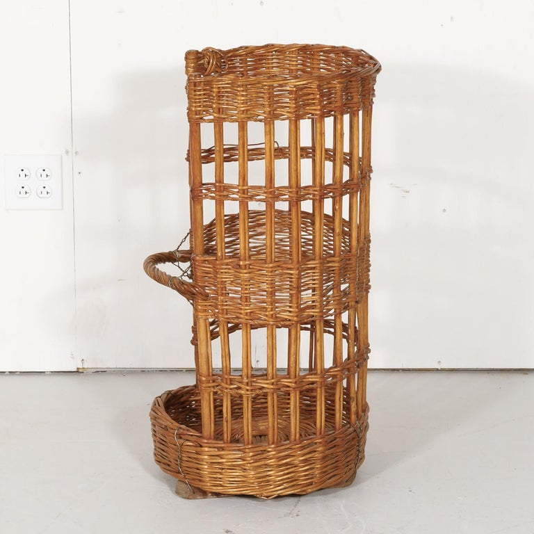 Large Open-Sided French Standing Willow Baguette Basket from Boulangerie For Sale 6