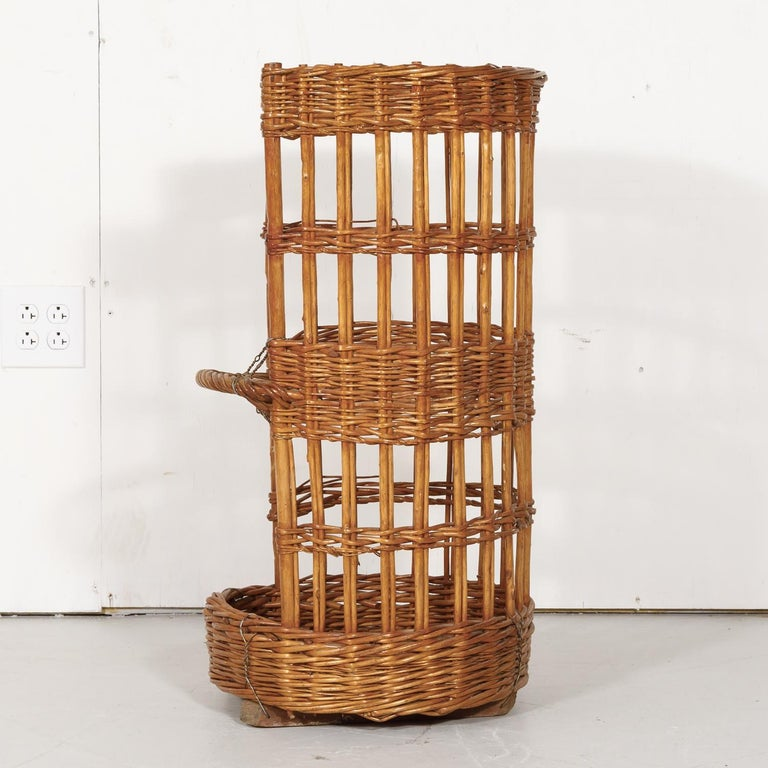 Large Open-Sided French Standing Willow Baguette Basket from Boulangerie For Sale 7