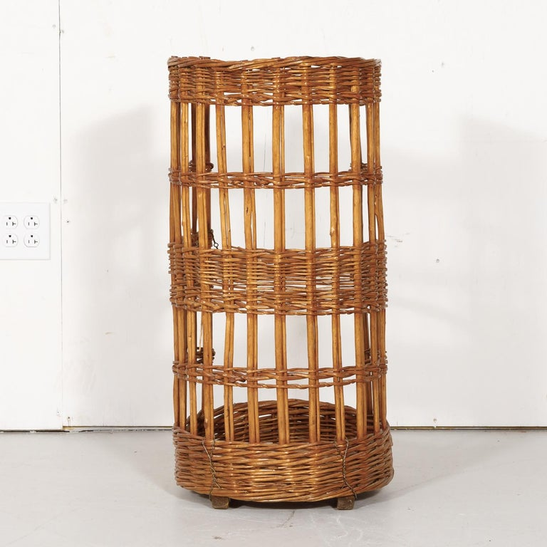 Large Open-Sided French Standing Willow Baguette Basket from Boulangerie For Sale 8