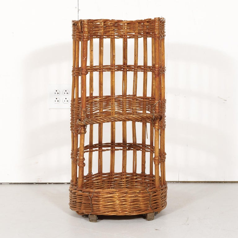 Large Open-Sided French Standing Willow Baguette Basket from Boulangerie In Good Condition For Sale In Birmingham, AL