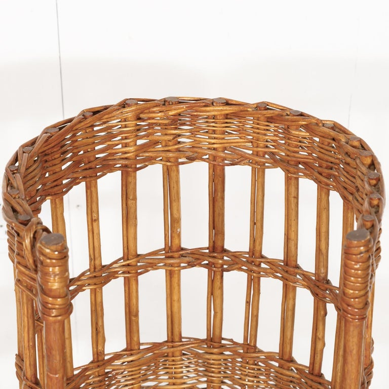 Large Open-Sided French Standing Willow Baguette Basket from Boulangerie For Sale 1