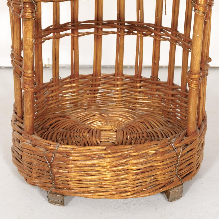 Large Open-Sided French Standing Willow Baguette Basket from Boulangerie For Sale 2