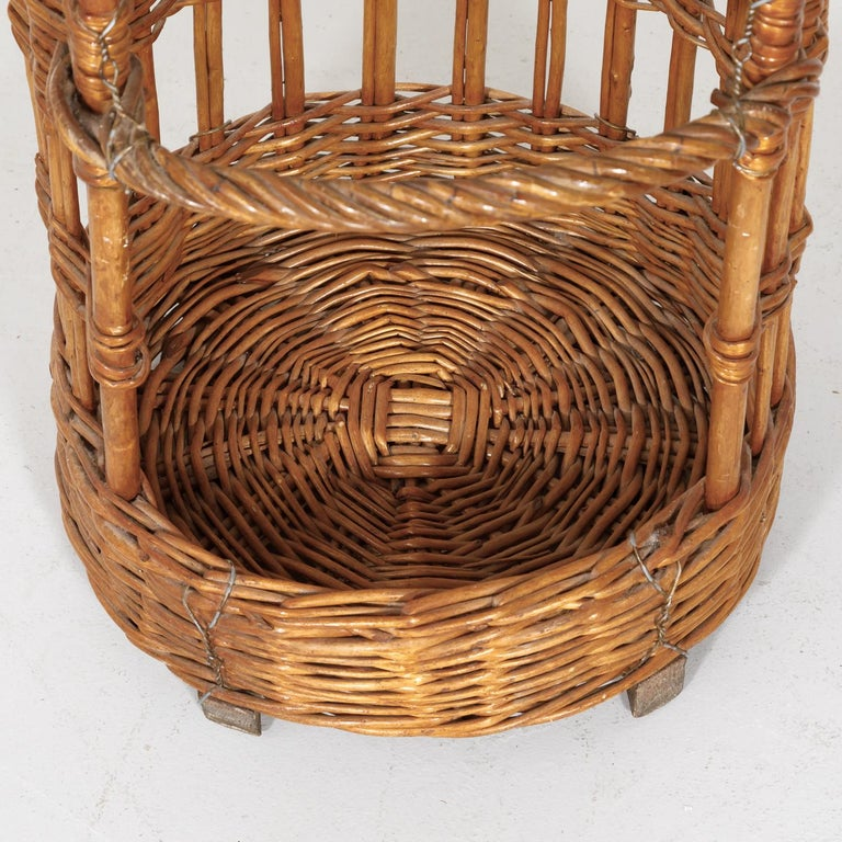Large Open-Sided French Standing Willow Baguette Basket from Boulangerie For Sale 3
