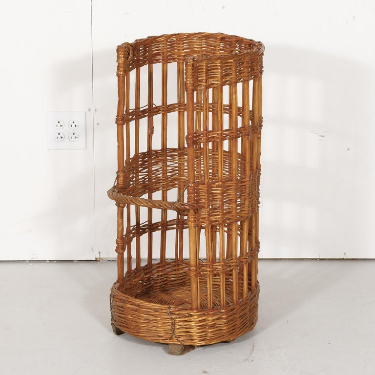Large Open-Sided French Standing Willow Baguette Basket from Boulangerie For Sale 4