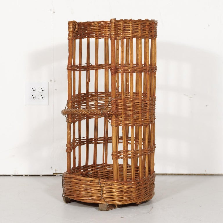 Large Open-Sided French Standing Willow Baguette Basket from Boulangerie For Sale 5