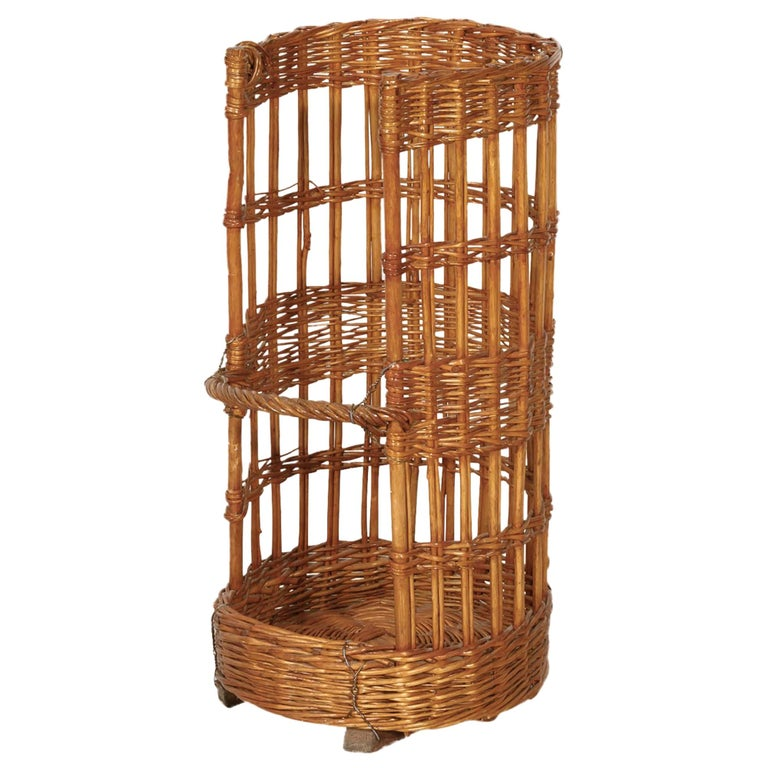 Large Open-Sided French Standing Willow Baguette Basket from Boulangerie For Sale
