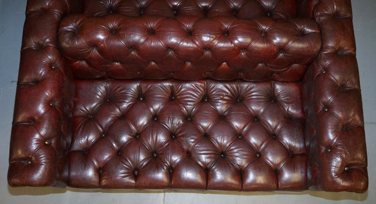 Large Oxblood Vintage Leather Double Sided Chesterfield Tufted Conversation Sofa For Sale 5