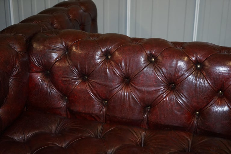 Large Oxblood Vintage Leather Double Sided Chesterfield Tufted Conversation Sofa For Sale 7