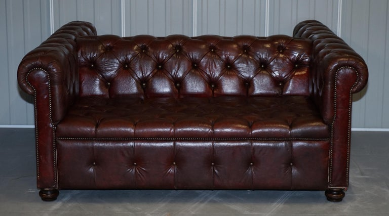 Large Oxblood Vintage Leather Double Sided Chesterfield Tufted Conversation Sofa For Sale 9