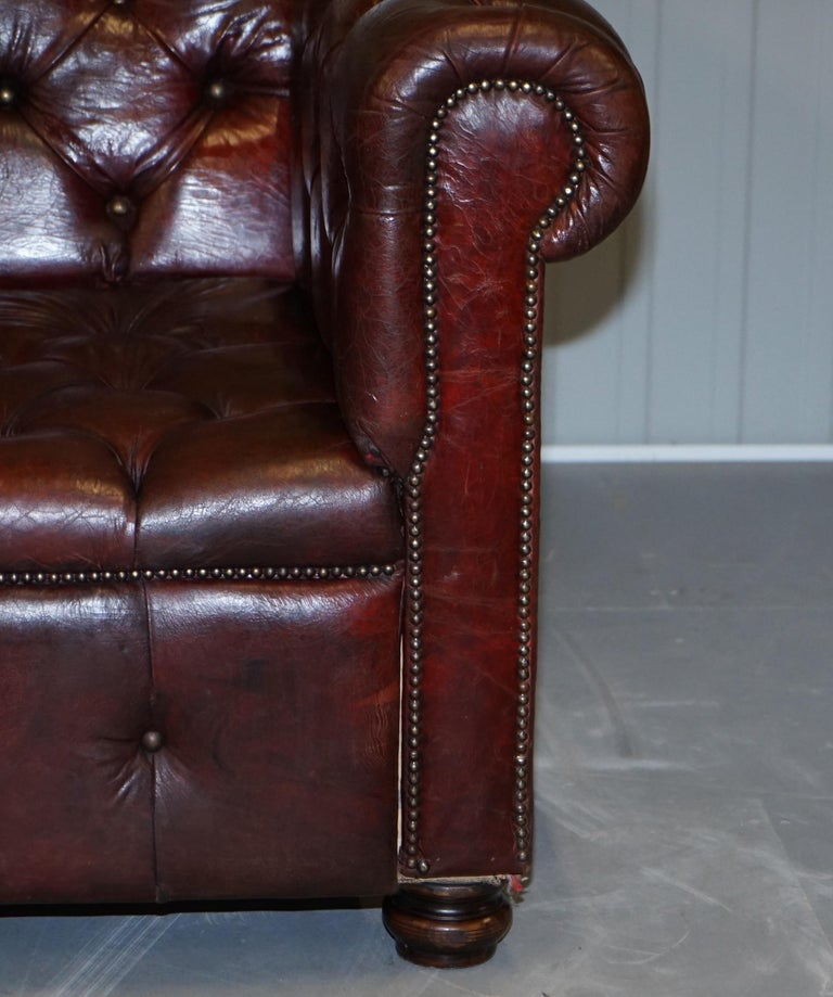 Large Oxblood Vintage Leather Double Sided Chesterfield Tufted Conversation Sofa For Sale 11