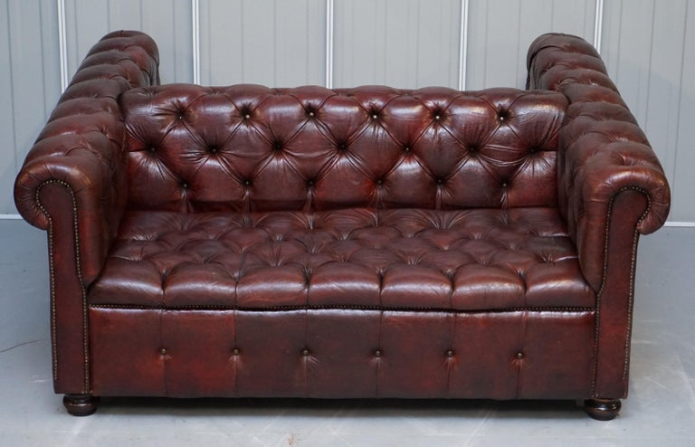 We are delighted to offer for sale this lovely handmade Chesterfield Oxblood brown vintage leather Chesterfield double sided club sofa  A very good looking piece, I have never seen or owned a double sided Chesterfield before, this is the first