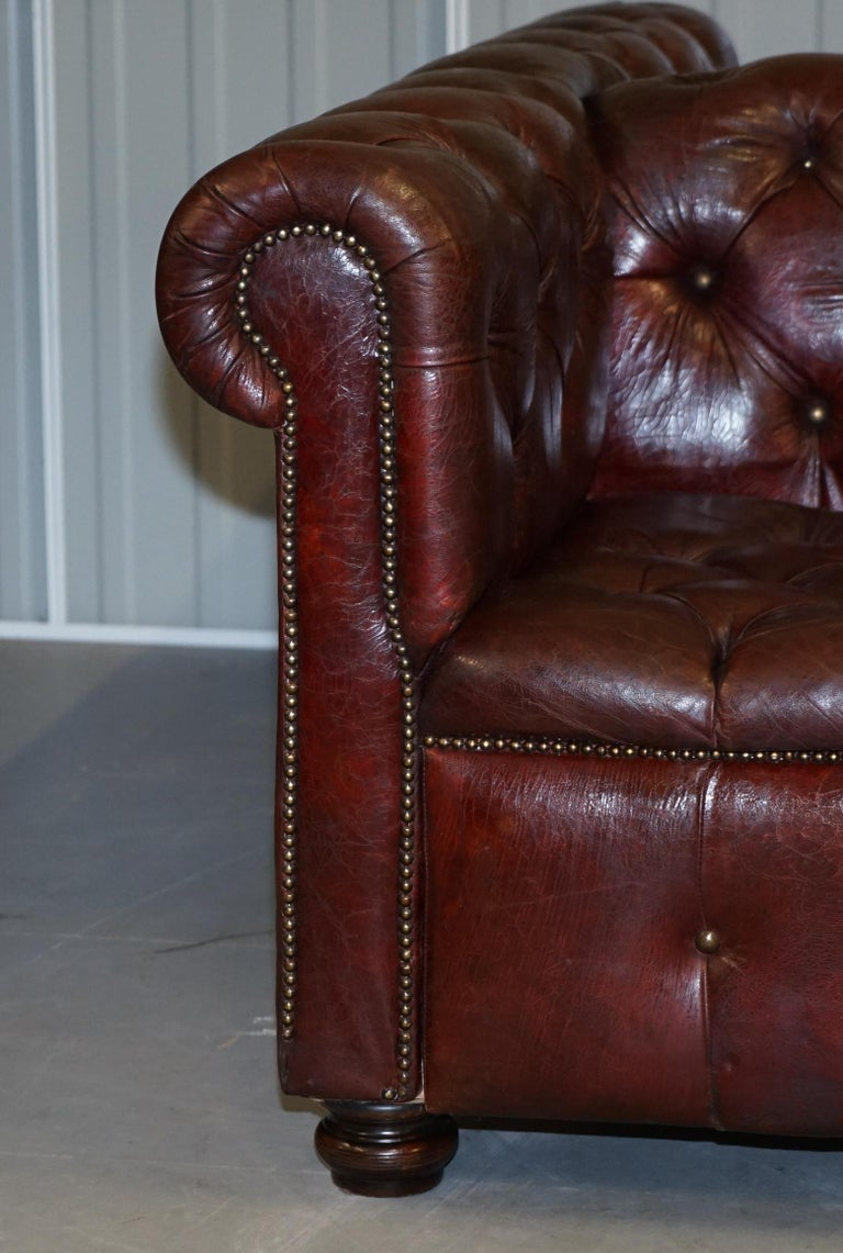 Large Oxblood Vintage Leather Double Sided Chesterfield Tufted Conversation Sofa In Good Condition For Sale In London, GB