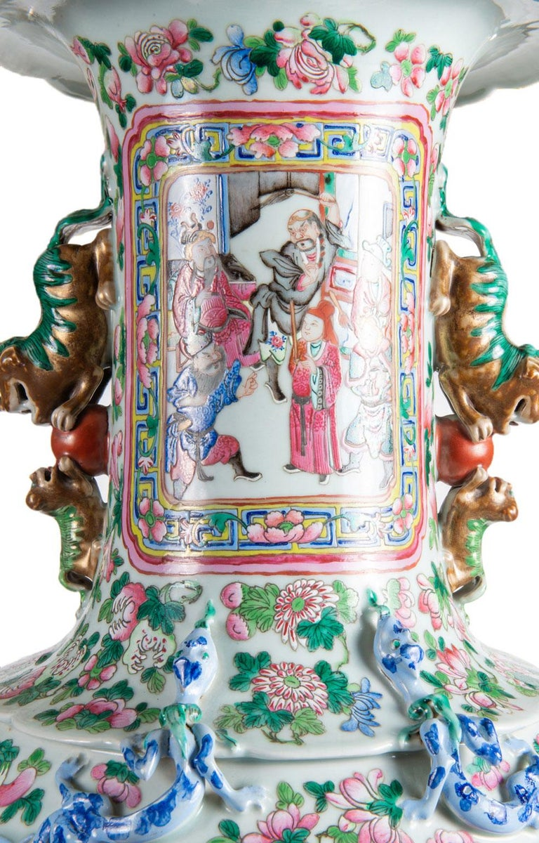 Large Pair 19th Century Pair of Famille Rose Vases In Good Condition For Sale In Brighton, Sussex
