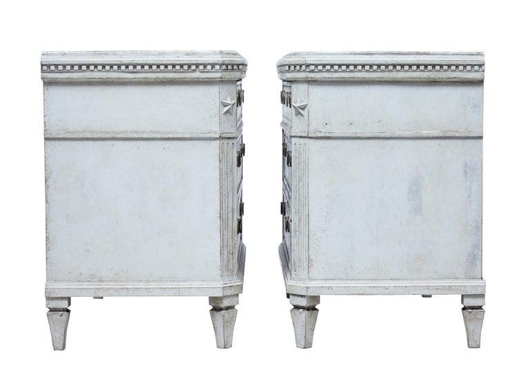 Großes Paar Gustavianisch Inspirierter Schwedischer Kommoden, 19. Jahrhundert 5