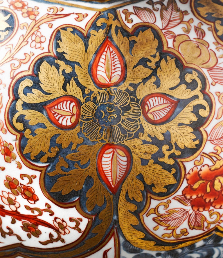 Baroque Large Pair of Late 17th Century Imari Vases with Cover For Sale