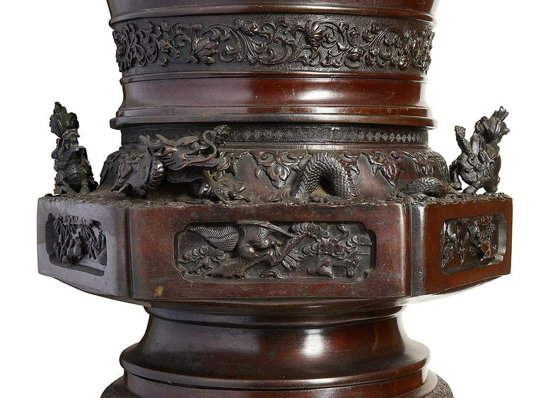Large Pair of Meiji Period Japanese Bronze Vases For Sale 2