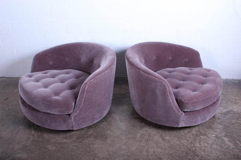 Mid-20th Century Large Pair of Swivel Chairs Designed by Milo Baughman For Sale