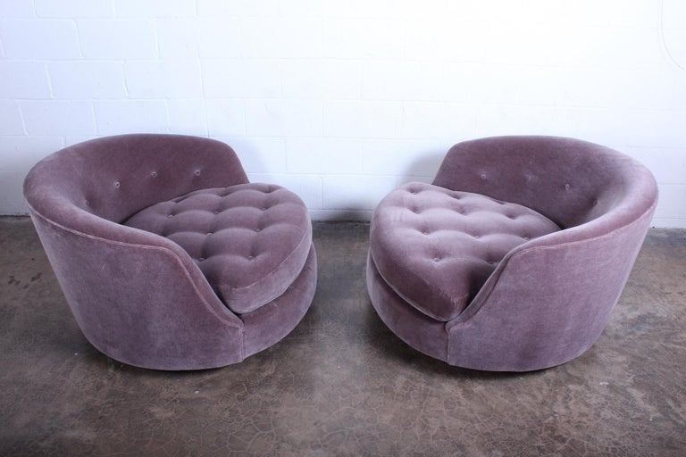 Large Pair of Swivel Chairs Designed by Milo Baughman For Sale 2