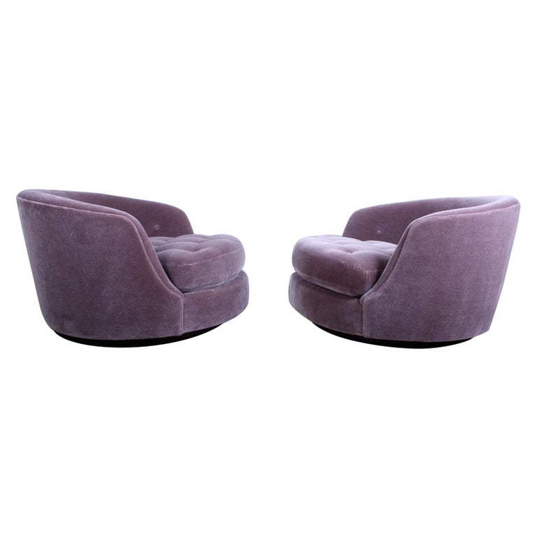 Large Pair of Swivel Chairs Designed by Milo Baughman For Sale