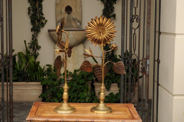 Large Pair of Vintage Midcentury Brass Sunflower Decorative Object on Bases In Good Condition For Sale In Atlanta, GA