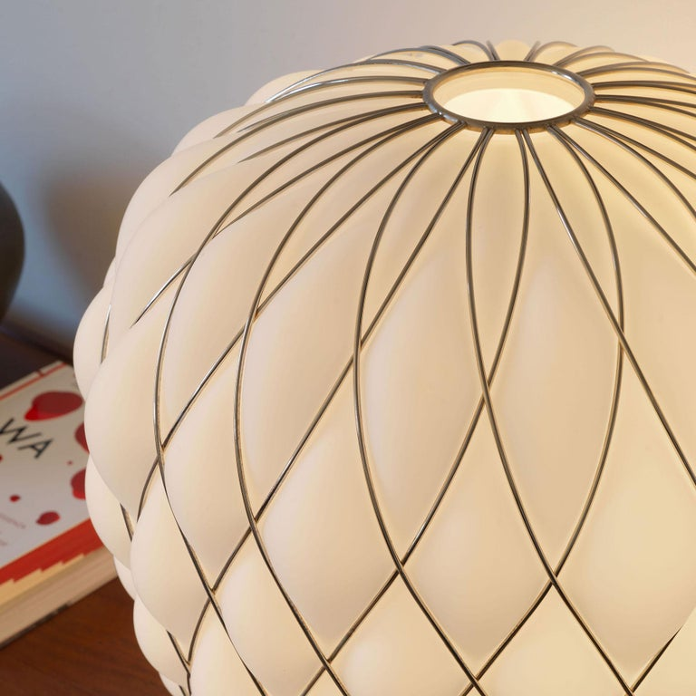 Large 'Pinecone' Table Lamp in Translucent Glass & Gold Metal for Fontana Arte For Sale 9