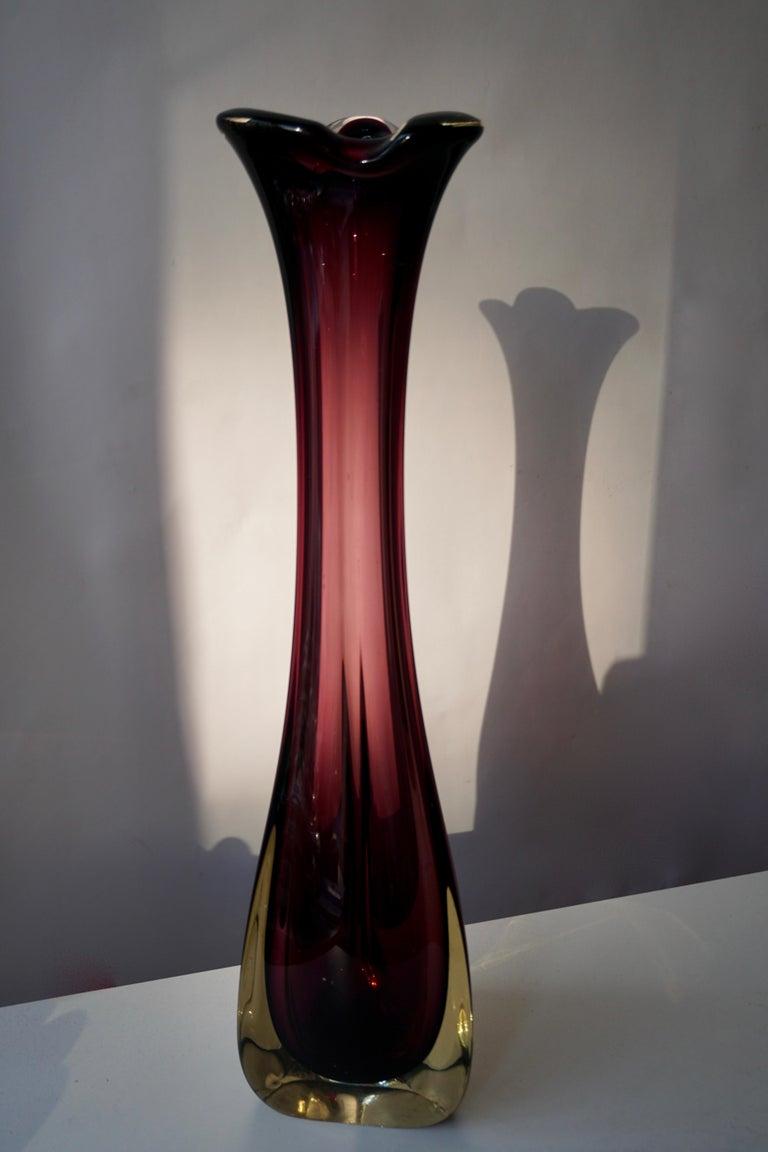 Large purple Italian Murano glass vase. Measures: Height 52 cm. Diameter 12 cm. Weight 2 kg.