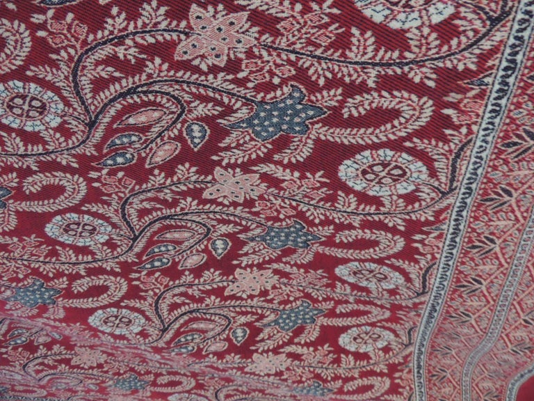 Large Red and Green Floral Shawl or Wall Hanging In Good Condition For Sale In Oakland Park, FL