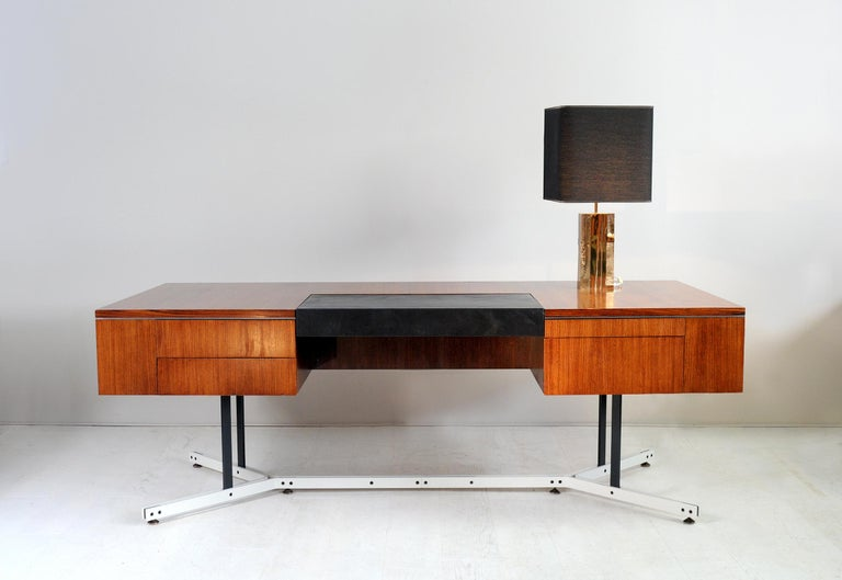 Large Rosewood Executive Desk, England, 1970 For Sale 7