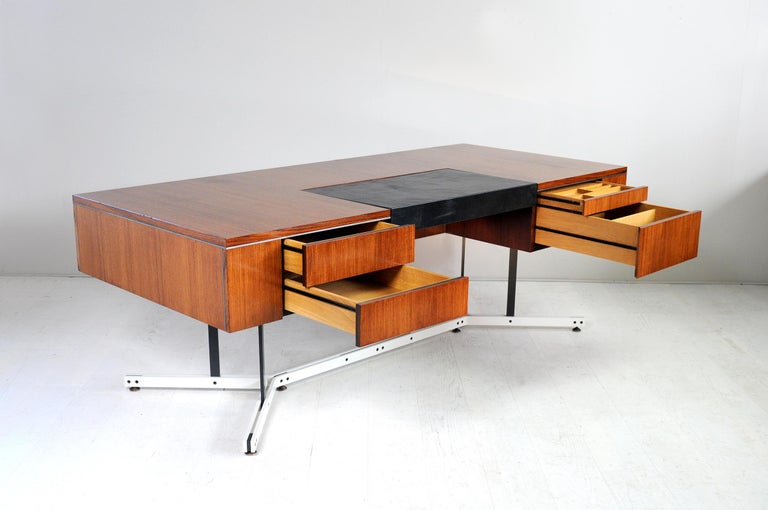 Mid-Century Modern Large Rosewood Executive Desk, England, 1970 For Sale