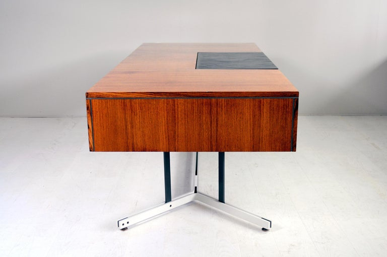 Large Rosewood Executive Desk, England, 1970 For Sale 1