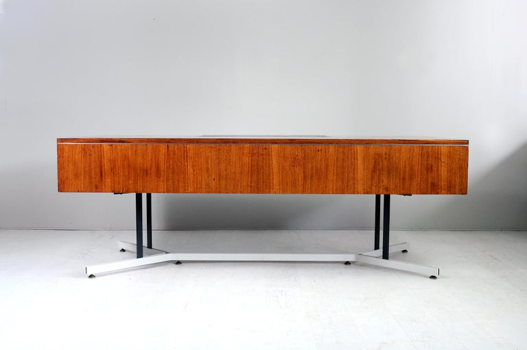 Large Rosewood Executive Desk, England, 1970 For Sale 3